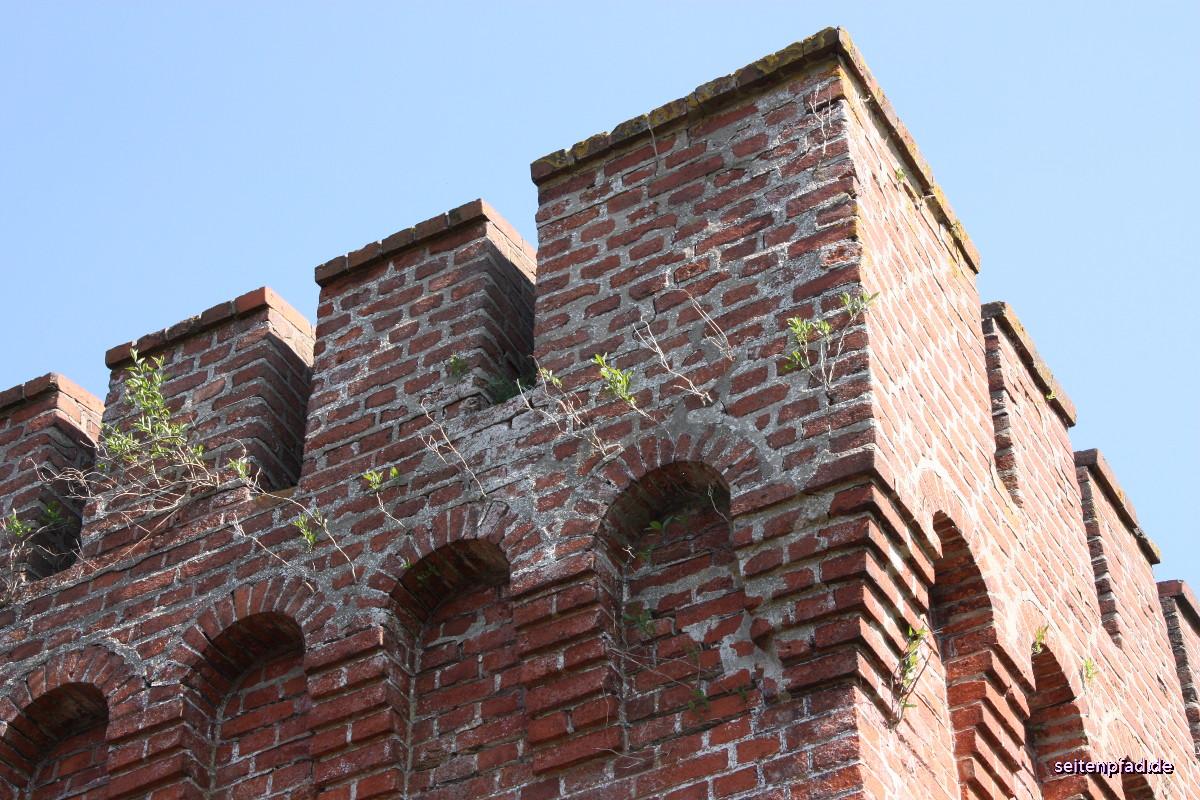 Das Brückenhaus mit Schießscharten und Kasematten war für den Verteidigungsfall gedacht.
